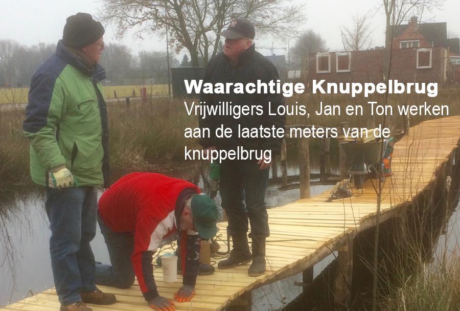 Louis, Jan en Ton werken aan de knuppelbrug