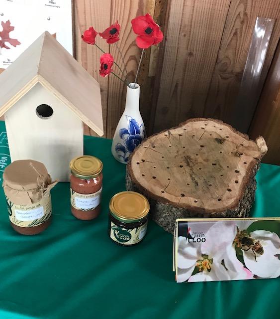 Nestkastje, insectenhotel, honing en jam